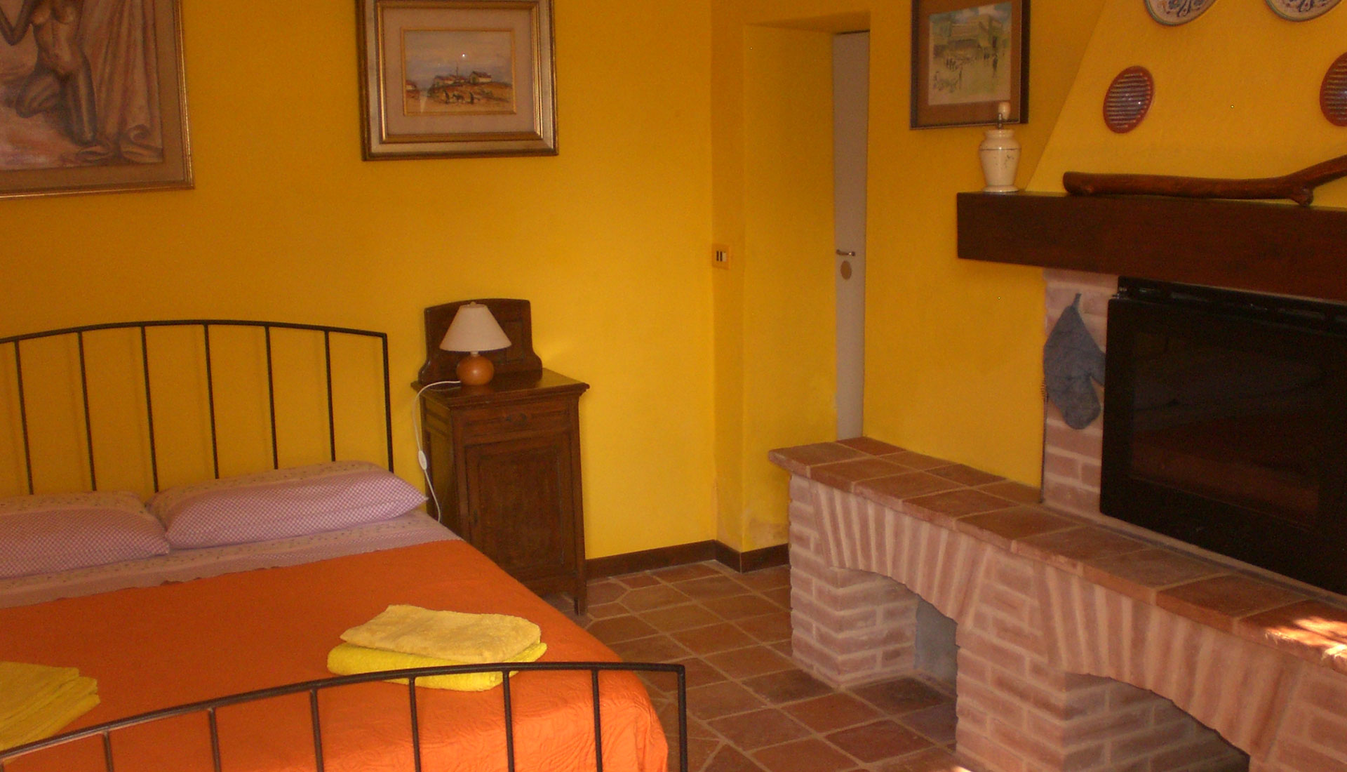 Sleep in the old Bed & Breakfast rooms… quiet and confortable