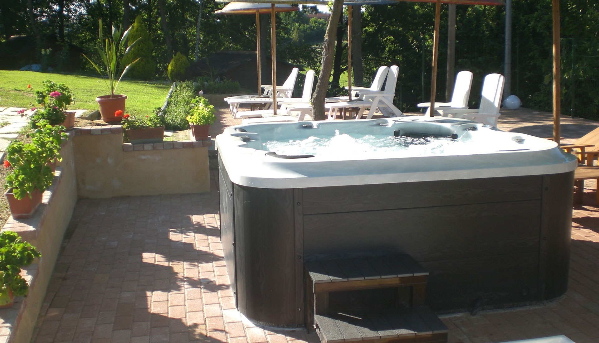 Enjoy relaxing time in an outdoor whirlpool